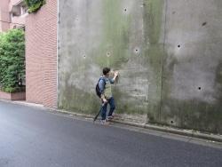 歩いて、見て知る危険な擁壁