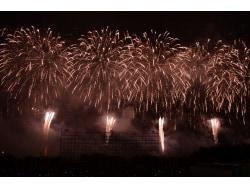 音と光が融合するエンタメ花火 帯広「勝毎花火」