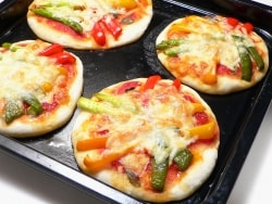 生地を冷蔵庫で発酵させて作る カラフル野菜ピザ