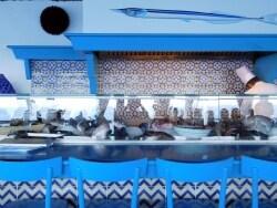 青の洞窟のすぐ横! 絶景&ミシュラン星付きレストラン