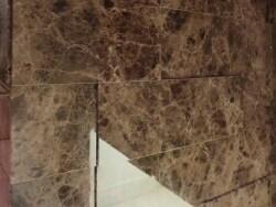 マンションの玄関を豪華に  大理石を張る壁リフォーム