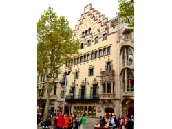 バルセロナ新名所、ガウディのライバル?による建築物