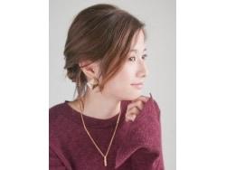 超簡単!ざっくり三つ編みでつくるルーズなまとめ髪