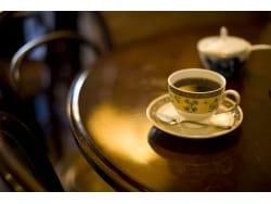 夜のコーヒーはNG?カフェインは体内時計を遅らせる