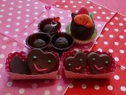 まるで本物!紙粘土で作るバレンタインチョコレート