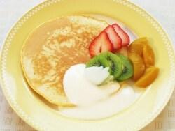 ホットヨーグルトクリーム フルーツパンケーキ
