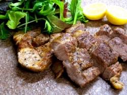 フライパンで時短!薄切り豚肉の手作り燻製ベーコン