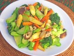 本格タイ料理!辛くないミックス野菜炒め