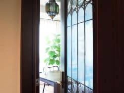 ガラスのインテリア実例、キラキラ光のリフォーム