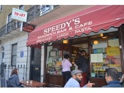 ドラマ『シャーロック』で人気沸騰!世界で噂のカフェ