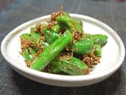 韓国の常備菜、ししとうとじゃこの炒め物