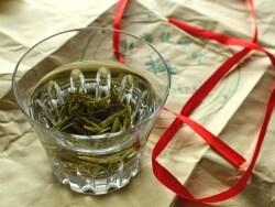 新茶で楽しむ最高峰の中国緑茶 -茶摘・釜炒・飲み方-