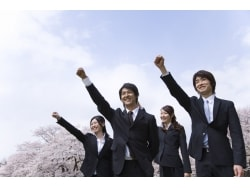 学歴・業種別の初任給平均【最新版】