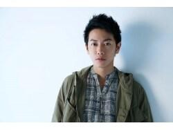 俳優・佐藤健 「猫」を愛し、愛されるその素顔