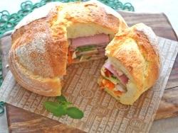 野菜たっぷり! 田舎パンで作るシュープリーズサンド