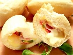 炊飯器で作る!チーズとろ~りカルツォーネちぎりパン