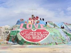 LA観光の新定番! 30 年かけて砂漠に作られたアート