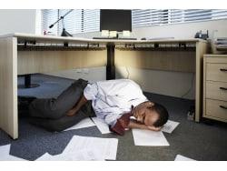 夏バテ予防にデスクで昼寝! 医師が薦める3つの昼寝枕