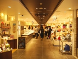 東京駅グランスタがさらに広く! 新東京土産ベスト5