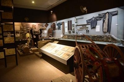 大谷石の採掘に使われた道具などの展示