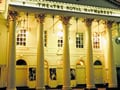 劇場でチケットを買うための英語
