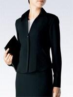 裏地なしのジャケットは通気性抜群。適度な透け感だから失礼になりません。