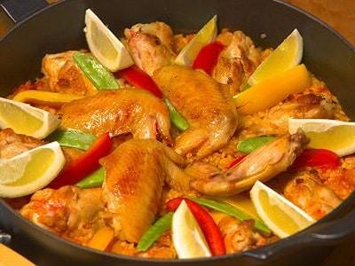 フライパンで作るチキンパエリアのレシピ