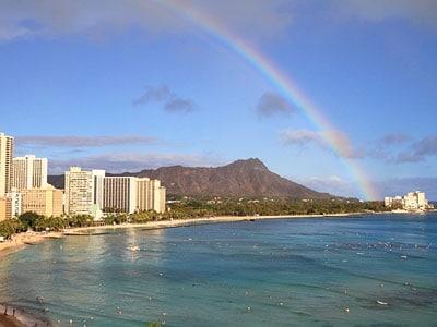 時差ぼけと睡眠不足で、ワイキキビーチを眺めることなくハワイ初日が終わらないように……