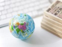 現地通貨を引出しできる国際キャッシュカードはお得?