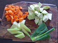 煮こみ野菜を用意する
