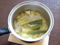 野菜などを煮込む