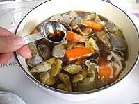 みりんと醤油を加え、6分間煮る