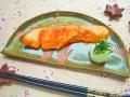 鮭をフライパンで簡単調理レシピ!クッキングシートを使った焼き方
