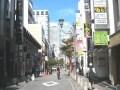 赤坂、坂が繁華街と住宅街を隔てる都心の街