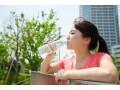 「水を飲むとむくむ」は誤り!体脂肪率を下げる水分補給のコツ