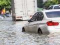 自然災害で車が被害、自動車保険で補償される?