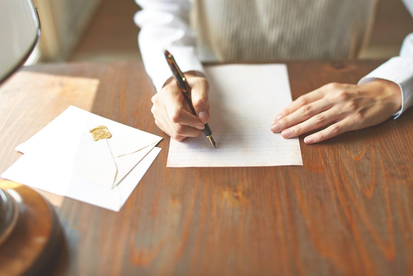 お悔やみの手紙の書き方と文例……基本構成や注意点