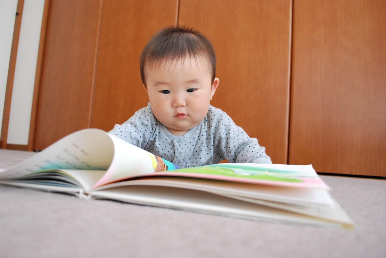 0歳児におすすめ絵本!見て触って楽しい人気絵本10選
