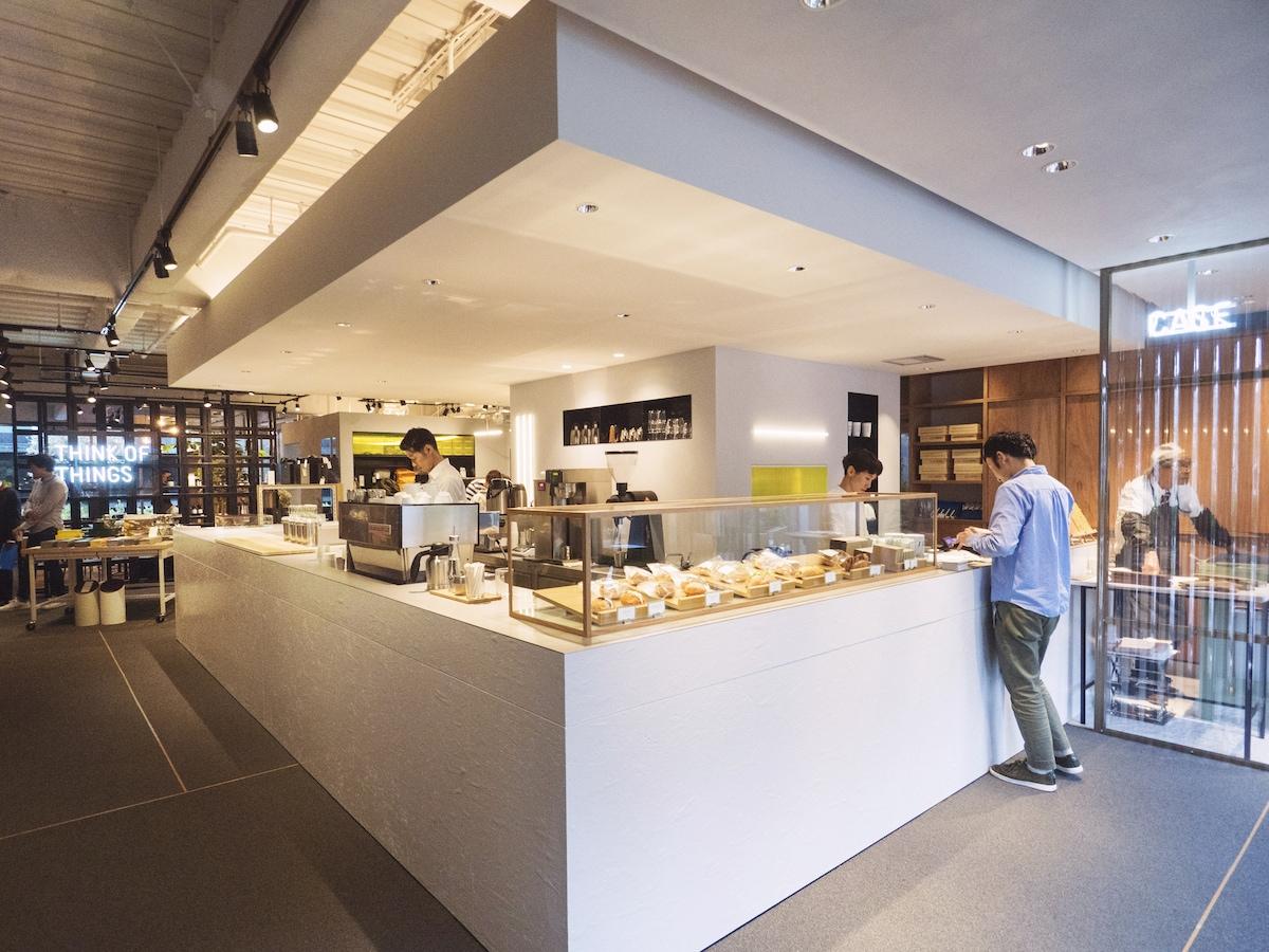 原宿駅徒歩3分、コクヨのカフェ「THINK OF THINGS」