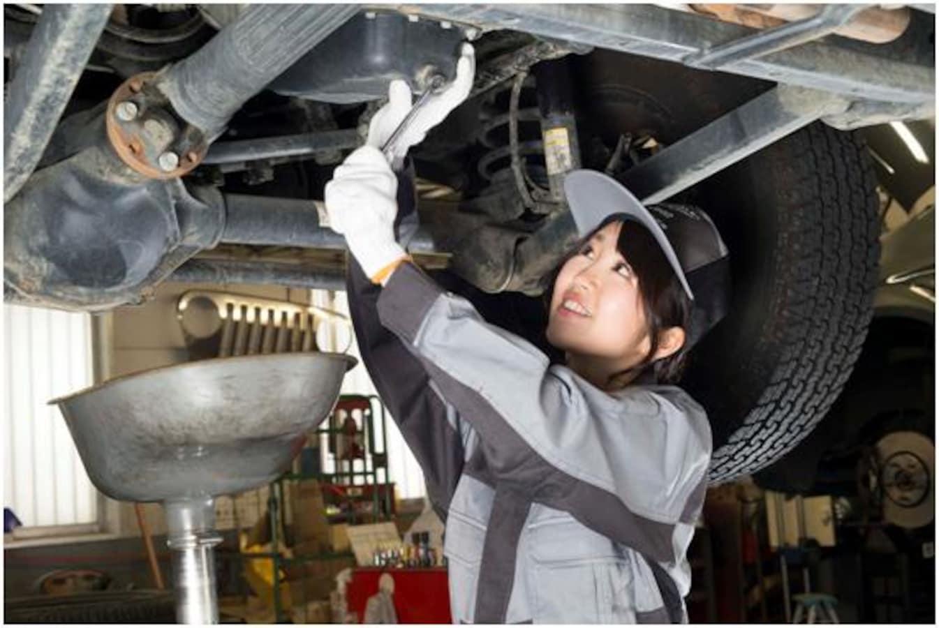 車のエンジンオイル、交換方法や交換時期の目安を解説