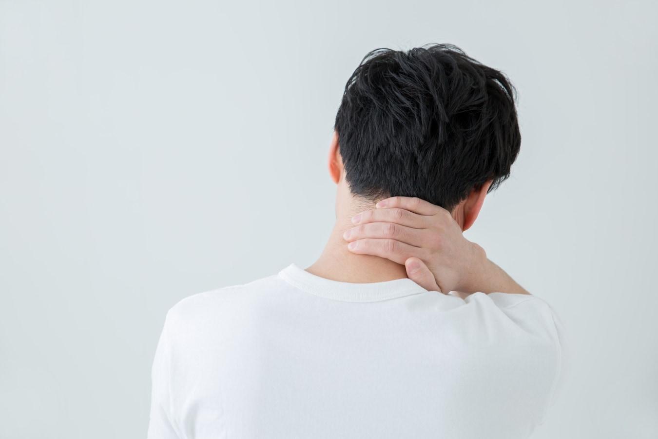 こり うなじ 首 首に違和感が!考えられる原因、病気は?吐き気やめまいがある場合は?