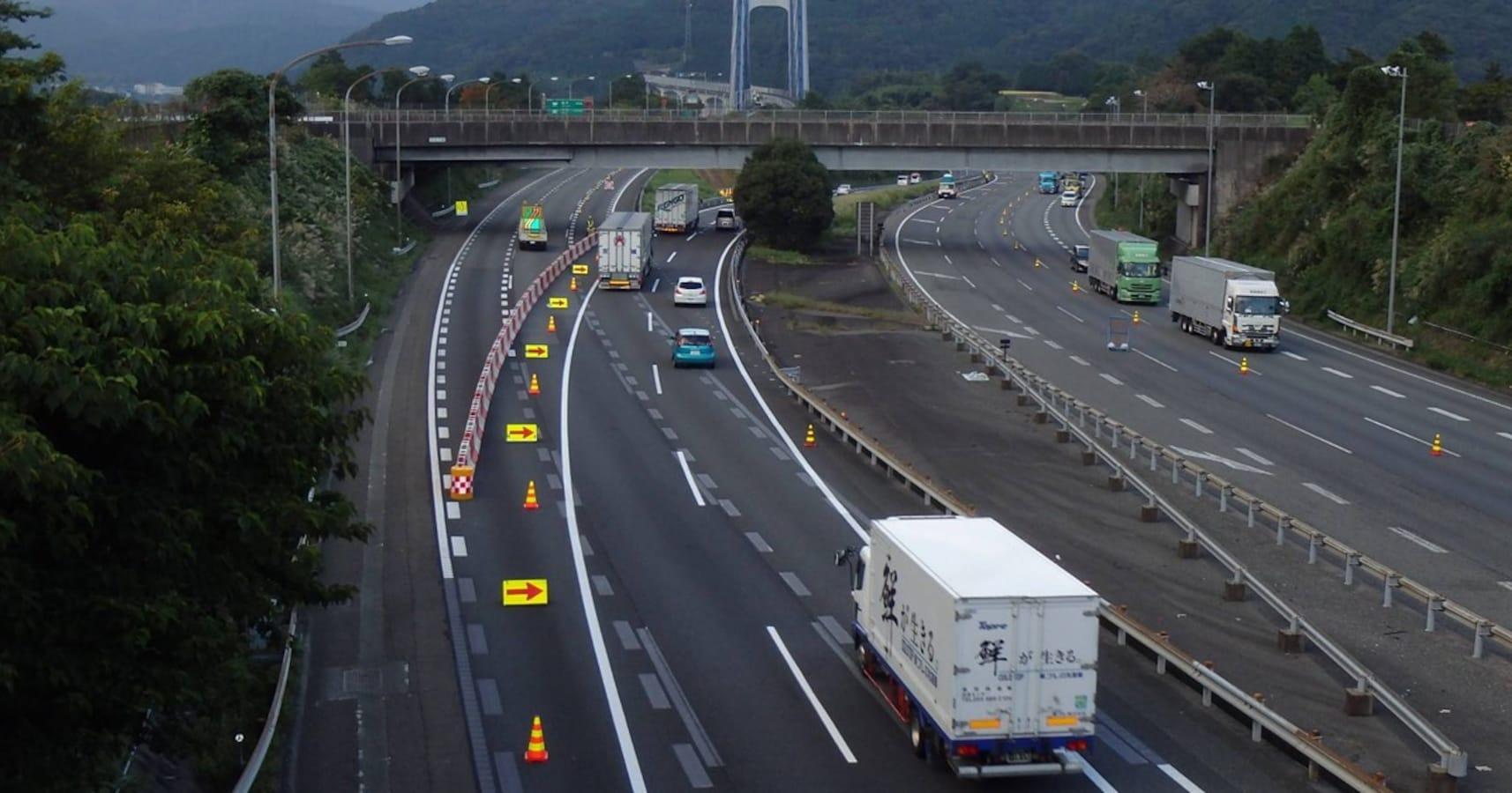 高速 工事 集中 東名 道路
