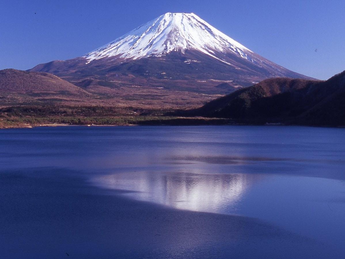 釣りに温泉、キャンプまで!富士五湖・本栖湖おすすめの ...