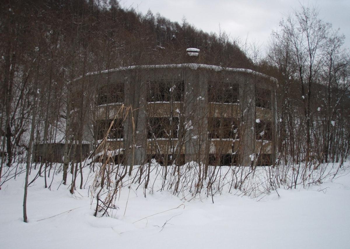 11. 원형 학교 기숙사 폐허 (홋카이도, 비바이시)