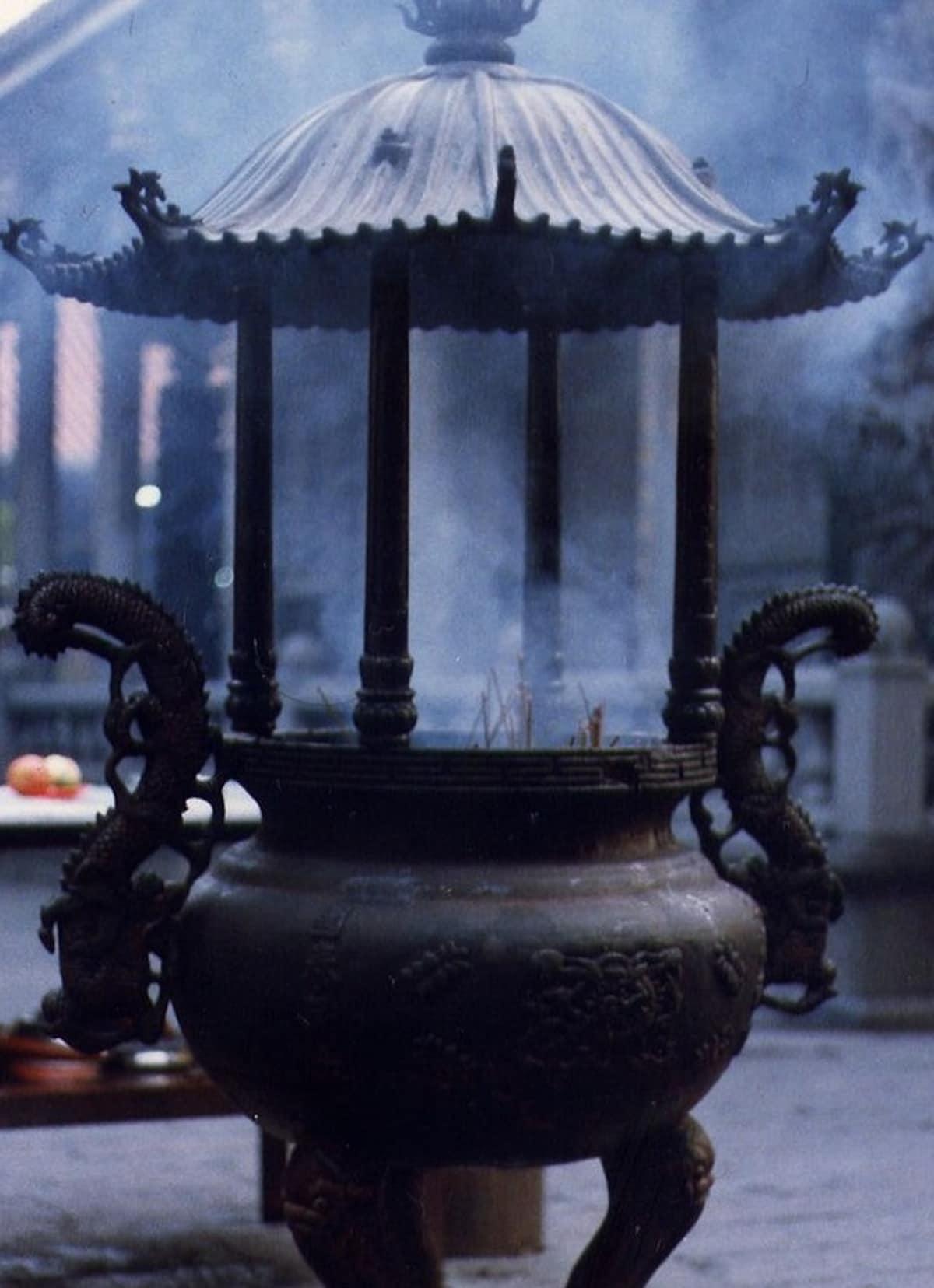 3. Incense Etiquette in a Temple