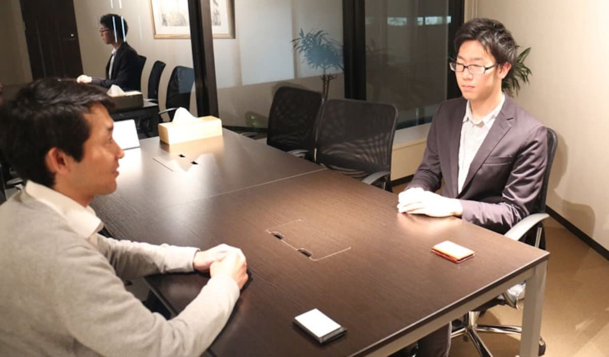 10 japanese business etiquette rules all about japan leave your counterparts card on the desk reheart Image collections