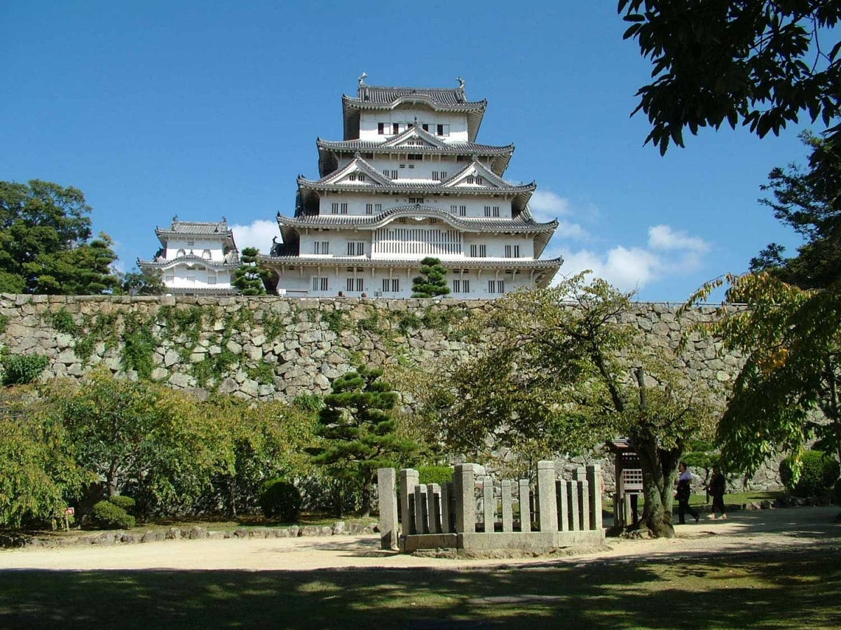1. ปราสาท Himeji ( เมือง Himeji จังหวัด Hyogo)