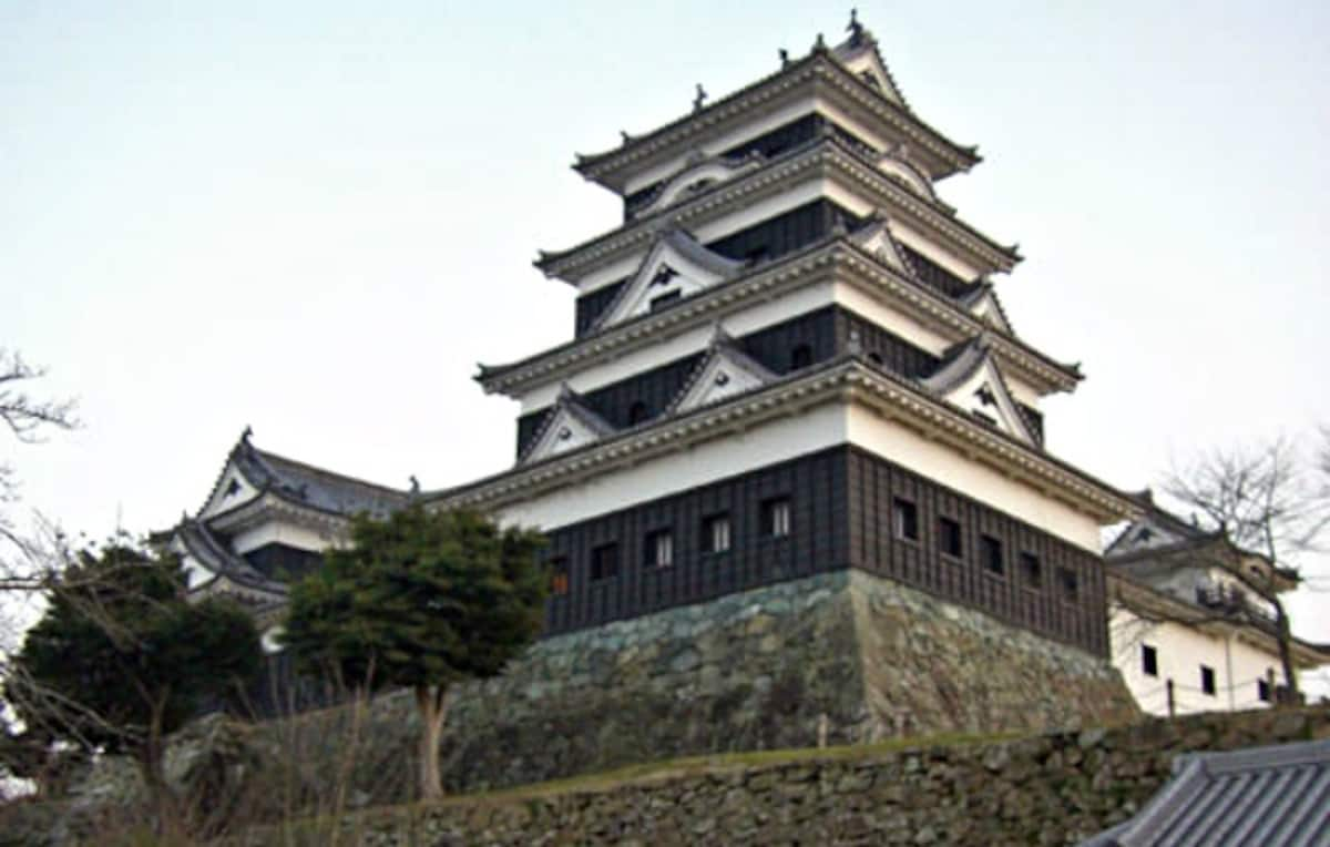 11. Ozu Castle (Ozu City, Ehime, ☆☆☆☆)