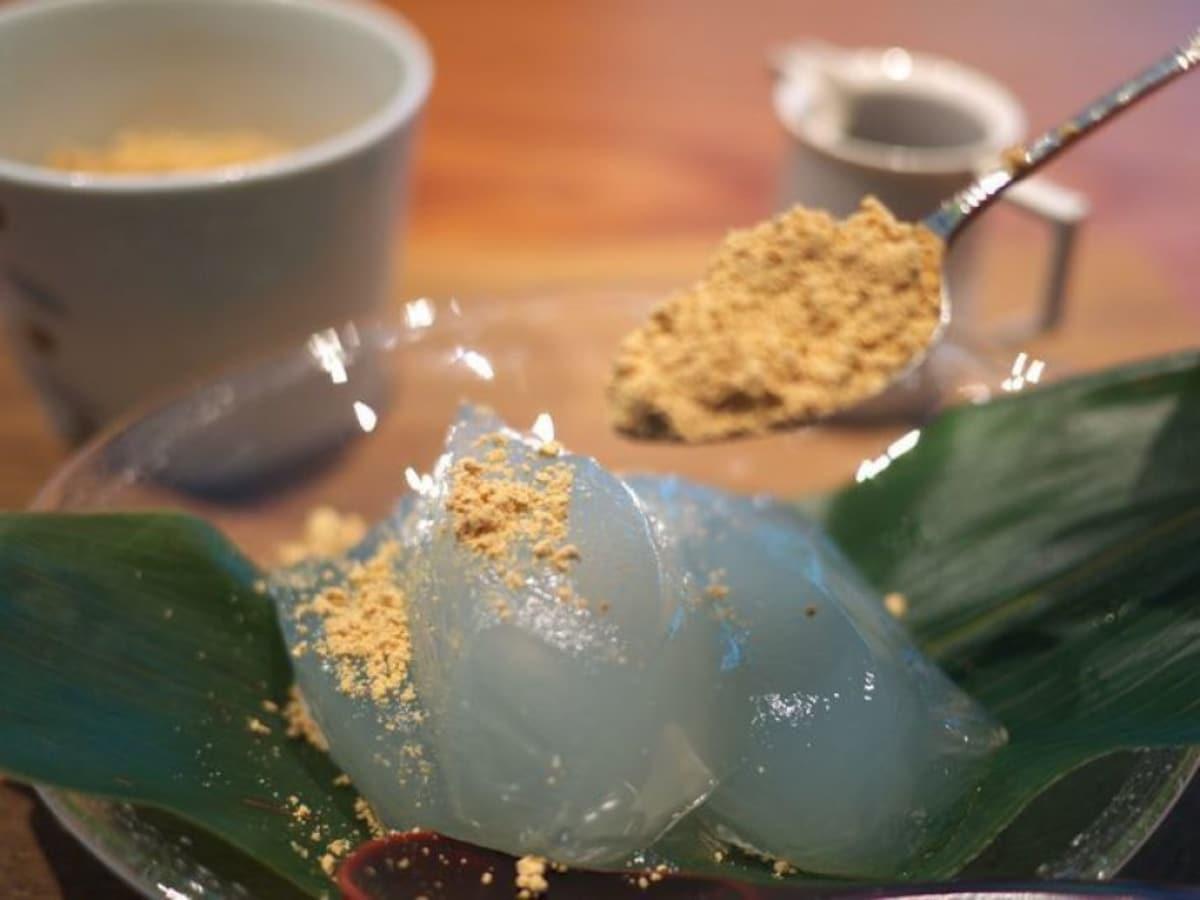 6. Zen Café - arrowroot mochi in a quiet environment