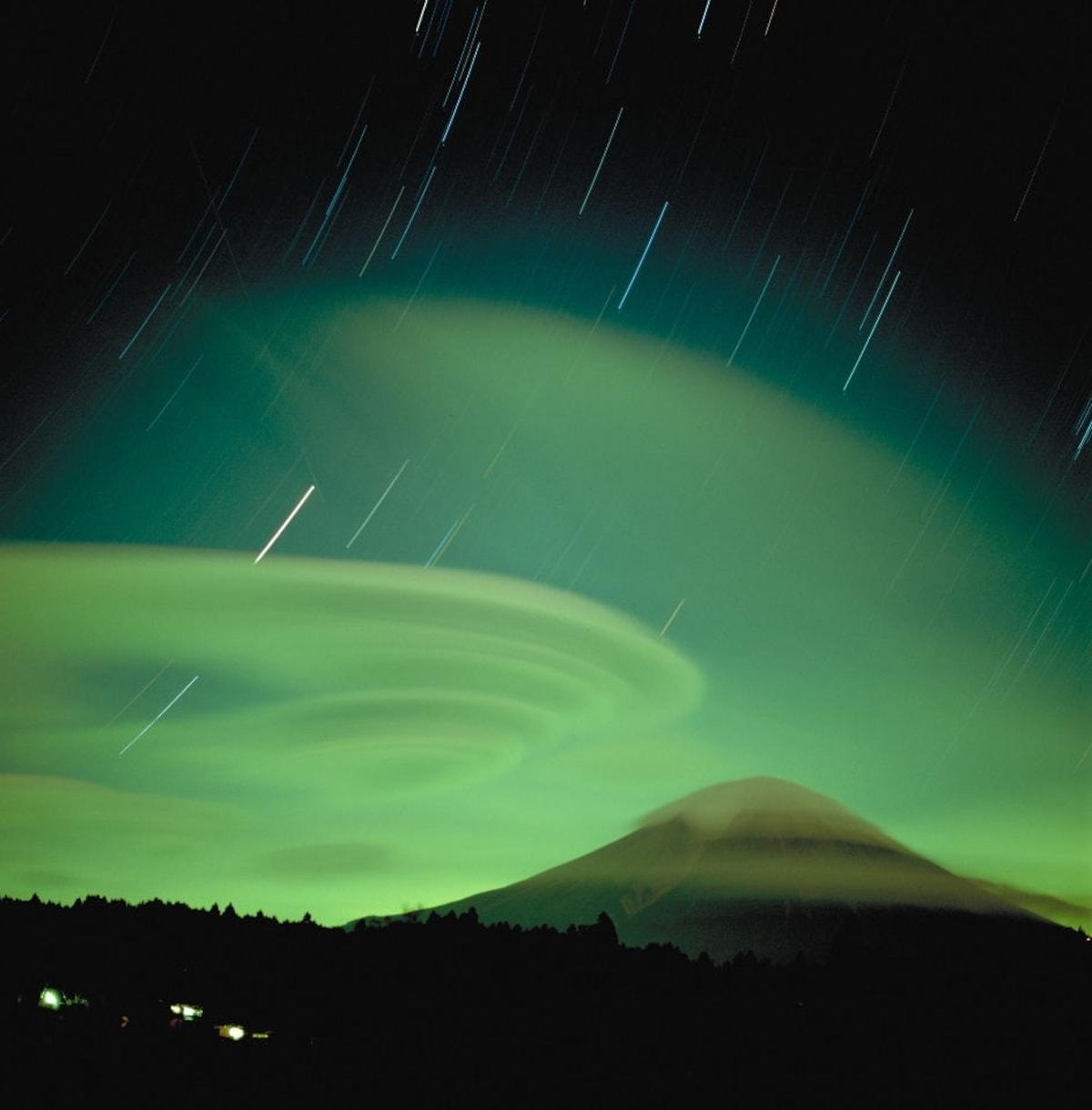 云中富士山 (照片均为摄影家岛野孝一拍摄)